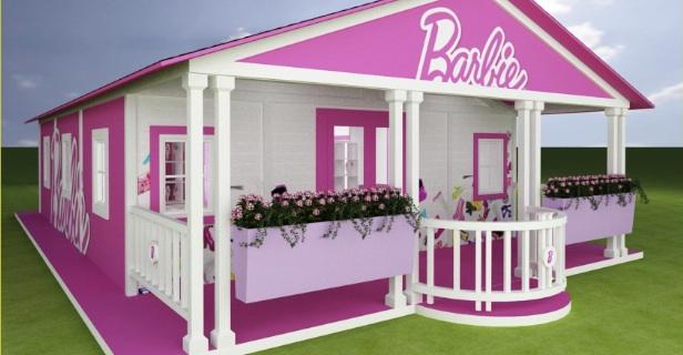 Eco bionde la barbie va a vivere in california nella for Casa di barbie malibu