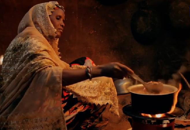 Un terzo dell umanit cuoce con la legna 4 milioni di - Bambine che cucinano ...