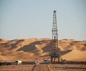 tunisia-oil-gas-drill-sand-desert-lg.jpg
