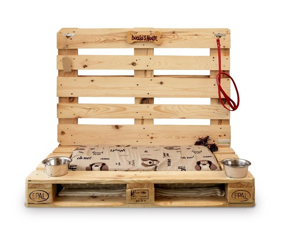 Arredamento a 4 zampe da conlegno la cuccia realizzata for Bancali legno per arredare