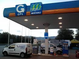 distributorecarburanticongplemetano.jpg