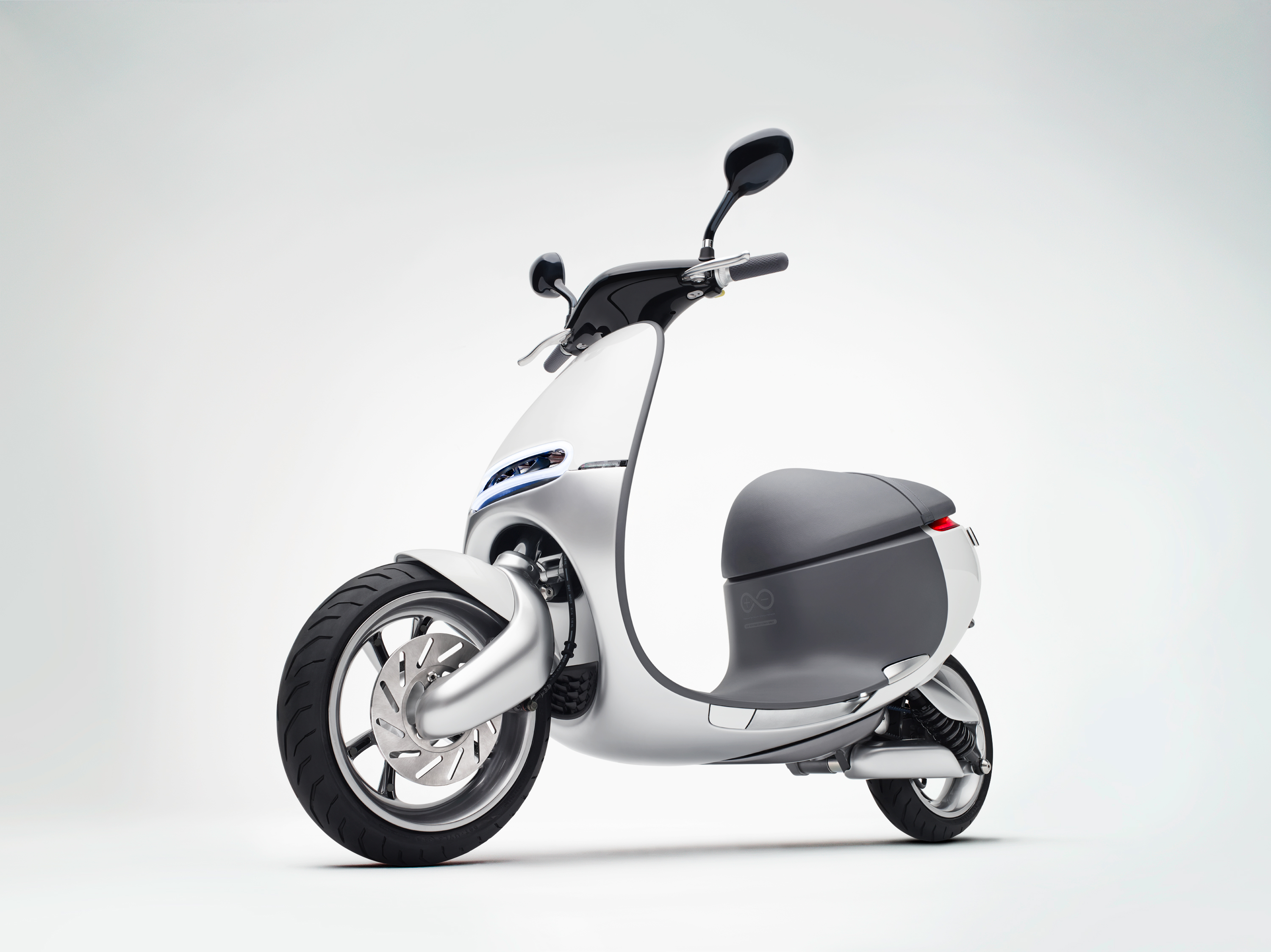 gogoro-front-left-quarter-view-06171.jpg
