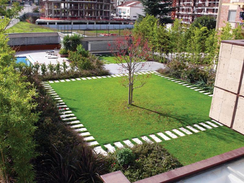 Giardino pensile realizzato da harpo with giardino su terrazzo - Terrazzi e giardini pensili ...