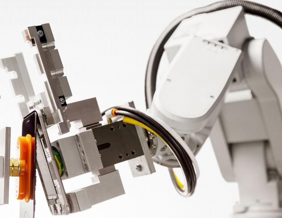 apple-robot-liam-disassemblaggio-iphone.jpg