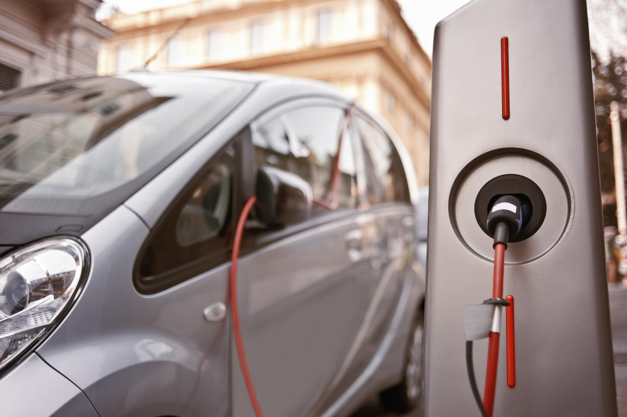 colonnine-ricarica-auto-elettriche.jpg
