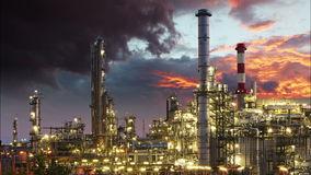 industria-petrolifera-pianta-raffineria-lasso-tempo-48185729.jpg