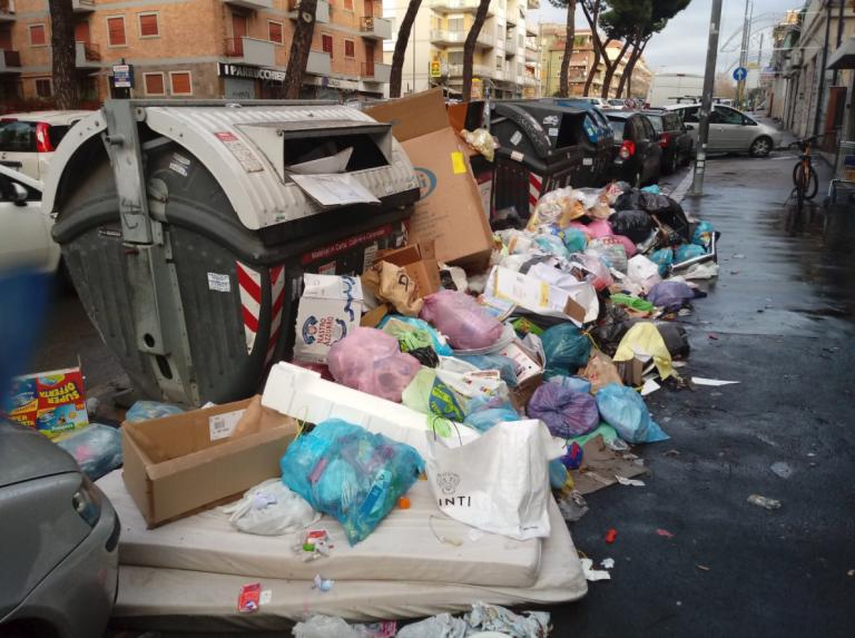 emergenza-rifiuti-roma.png