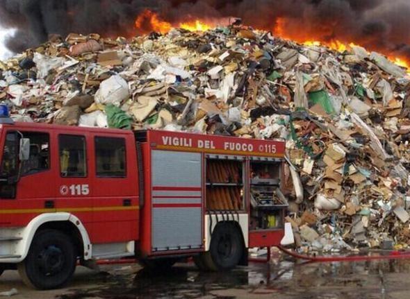incendio-rifiuti.jpg