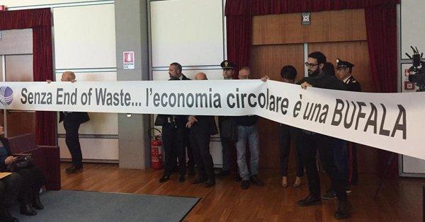 unicircular-protesta-ecomondo-2018.jpg