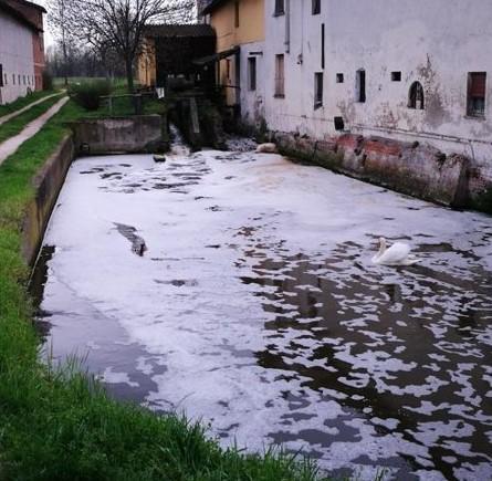 inquinamento-fiume.jpg