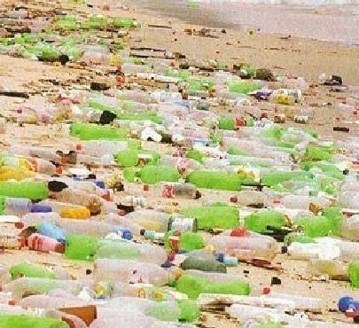 spiaggia-plastica-bottiglie.jpg