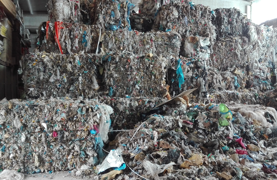 rifiuti-capannoni.png