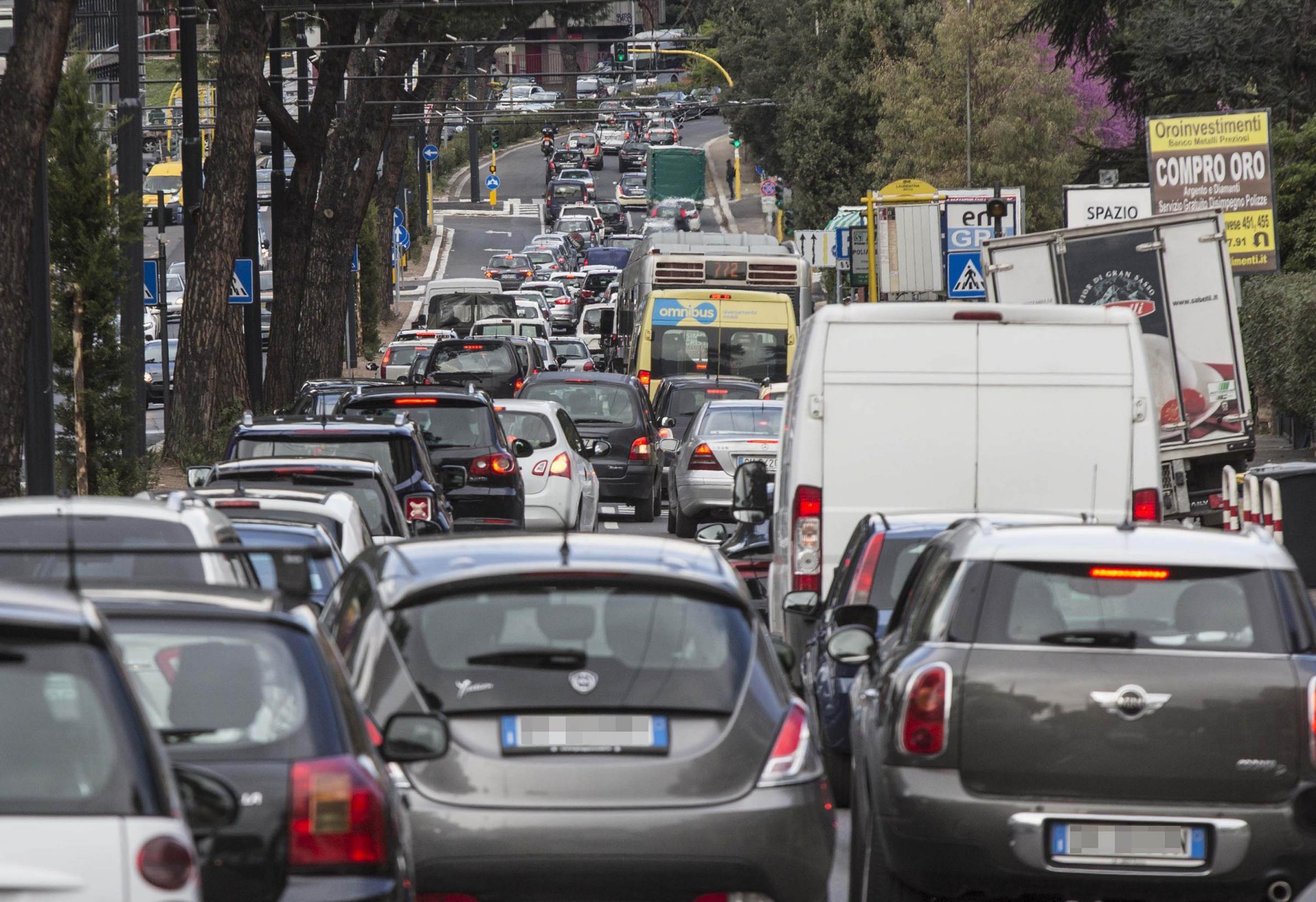 traffico-roma-eur.jpg